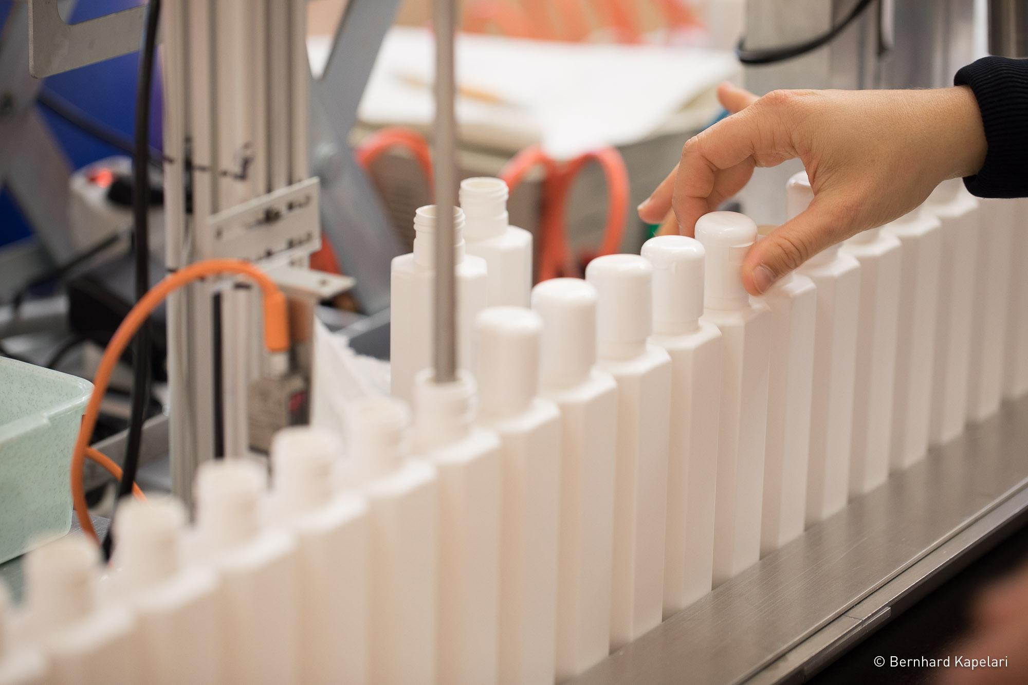 Produktkontrolle bei Bio Kostmetik Sanoll